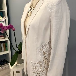 Elie Tahari white linen blend jacket with lace